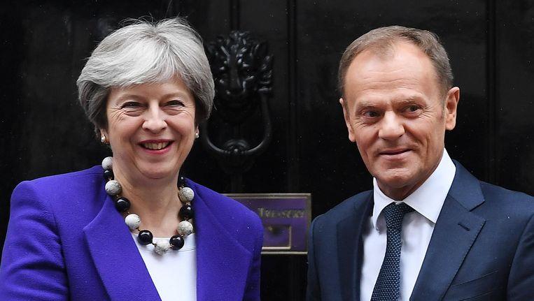 De Britse premier Theresa May en voorzitter van de Europese Raad Donald Tusk. Beeld epa
