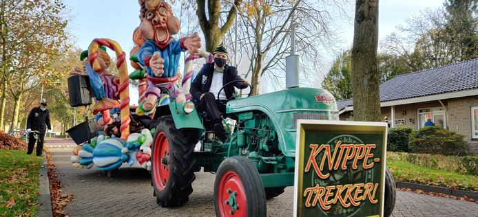 De Knippe-Trekker van carnavalsvereniging de Sökkestoppers uit Heino.