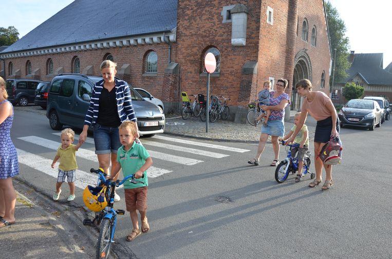 De schoolomgeving aan de kerk van Oudenbos wordt vanaf volgend jaar een pak veiliger door enkele ingrepen.