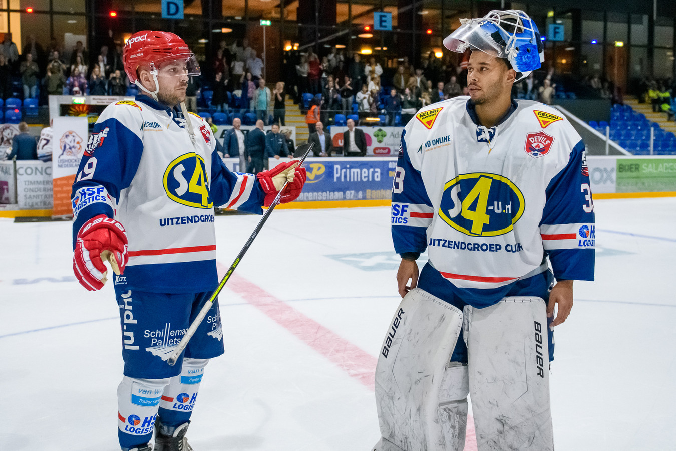 Jeffrey Melissant (links) en Deniz Mollen (rechts) spelen ook volgend seizoen bij Nijmegen Devils. Zij worden teamgenoten van Tobie Collard, de eerste aanwinst van Nijmegen Devils voor volgend seizoen.
