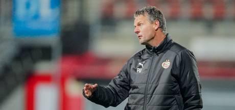 Jong PSV zoekt na twee keer geel voor Uneken een trainer voor de volgende wedstrijd