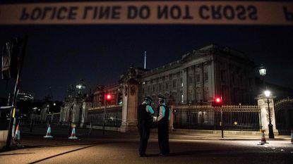 Indringer klimt over hek Buckingham Palace terwijl Queen ligt te slapen