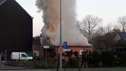 Man (68) redt vrouw, maar overleeft brand in garage niet