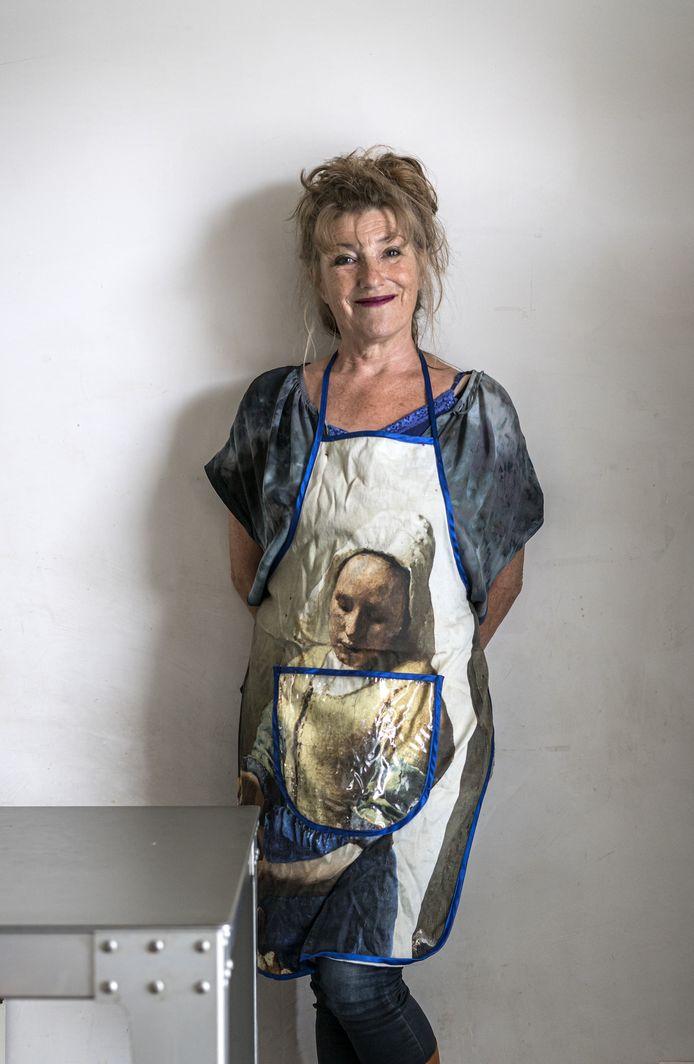 Grafisch vormgever Janine Jansen maakt samen met haar zus Annemieke kookboeken.