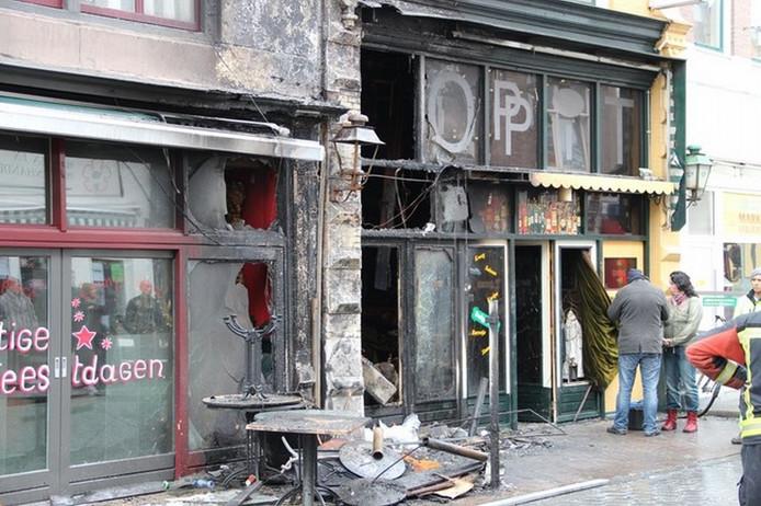 Café Hoppit raakte zwaar beschadigd. foto Ricardo Kievit
