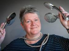 Jolanda (54) uit Huissen werd zo blij als een kind van een douche in het ziekenhuis