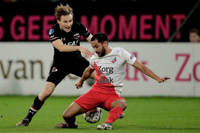 FC Utrechtspeler Mark van de Maarel tijdens een eerder duel tegen AZ. Vanavond is de 'offcieuze' aftrap van het seizoen met een oefenwedstrijd tussen de twee clubs in de Galgenwaard.