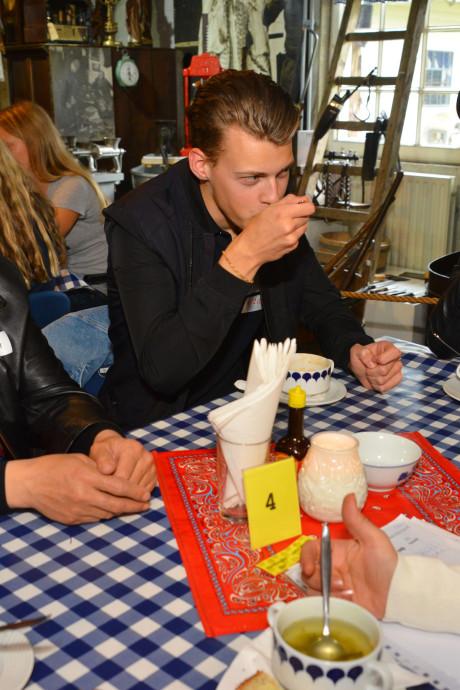 Studenten ROC Ter AA Helmond en inburgeraars ontmoeten elkaar na anonieme briefwisselingen