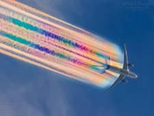 L'incroyable traînée arc-en-ciel d'un avion de ligne