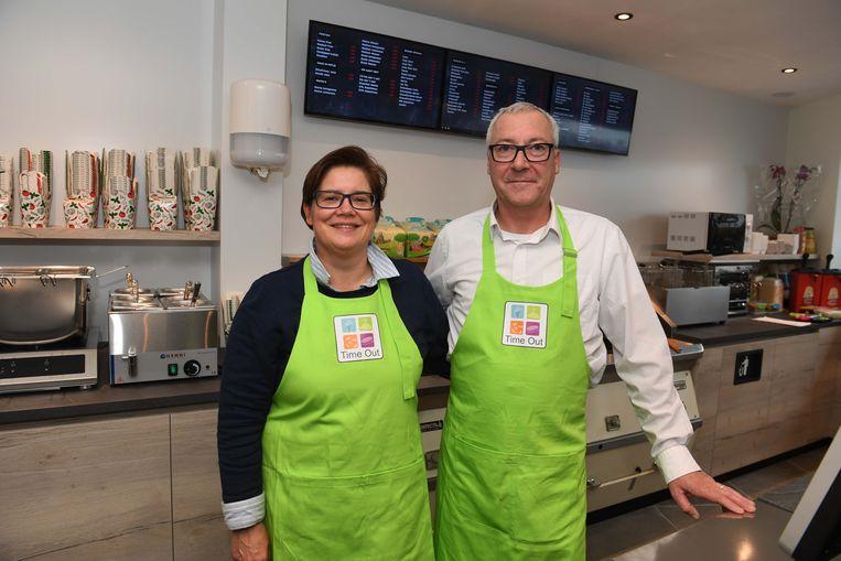 An Vanwildemeersch is de zaakvoerder van frituur Time Out, de nieuwe frituur in Haasrode. Haar man   Pascal Ledocq steunt haar in haar nieuwe avontuur.