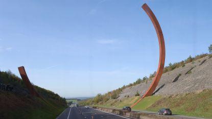 Hoogste sculptuur van Europa: 'Arc majeur' langs E411 in Rochefort officieel ingehuldigd