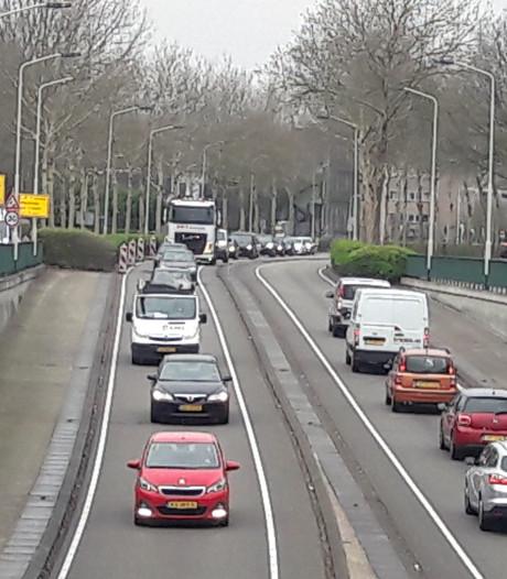 Oneffenheden voegen: extra laag asfalt in tunnelbak