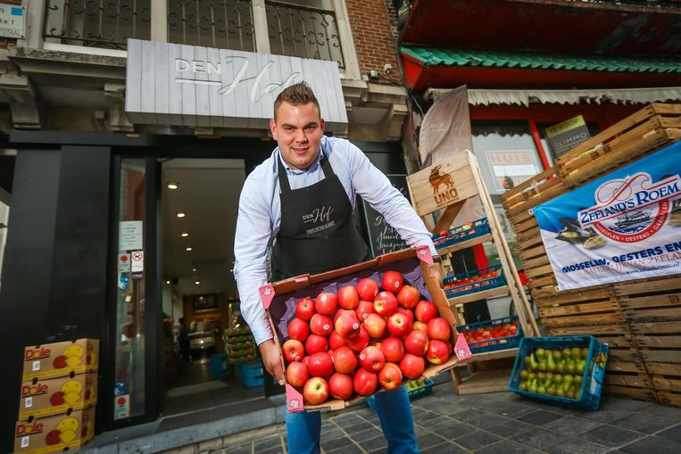 Dieter Porreye van Den Hof in Sint-Truiden wil enkel nog met Haspengouws fruit werken.