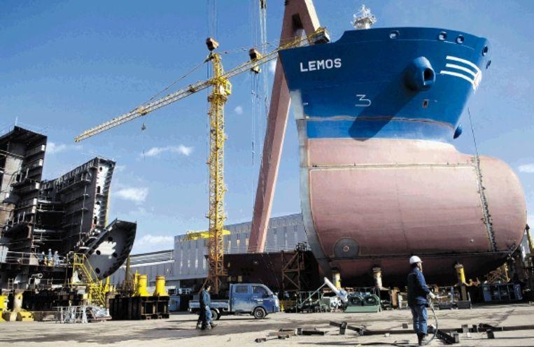 Een tanker in aanbouw bij Hyundai Heavy Industries in Ulsan, Zuid-Korea. Er werken 1300 ontwerpers. (FOTO BLOOMBERG NEWS ) Beeld