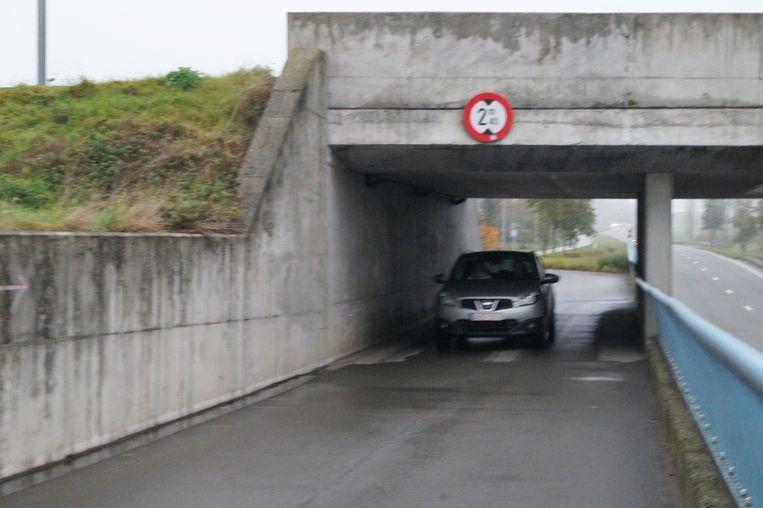 Auto's worden verboden in de tunnel onder de spoorweg tussen de Driesstraat en de Dentergemstraat