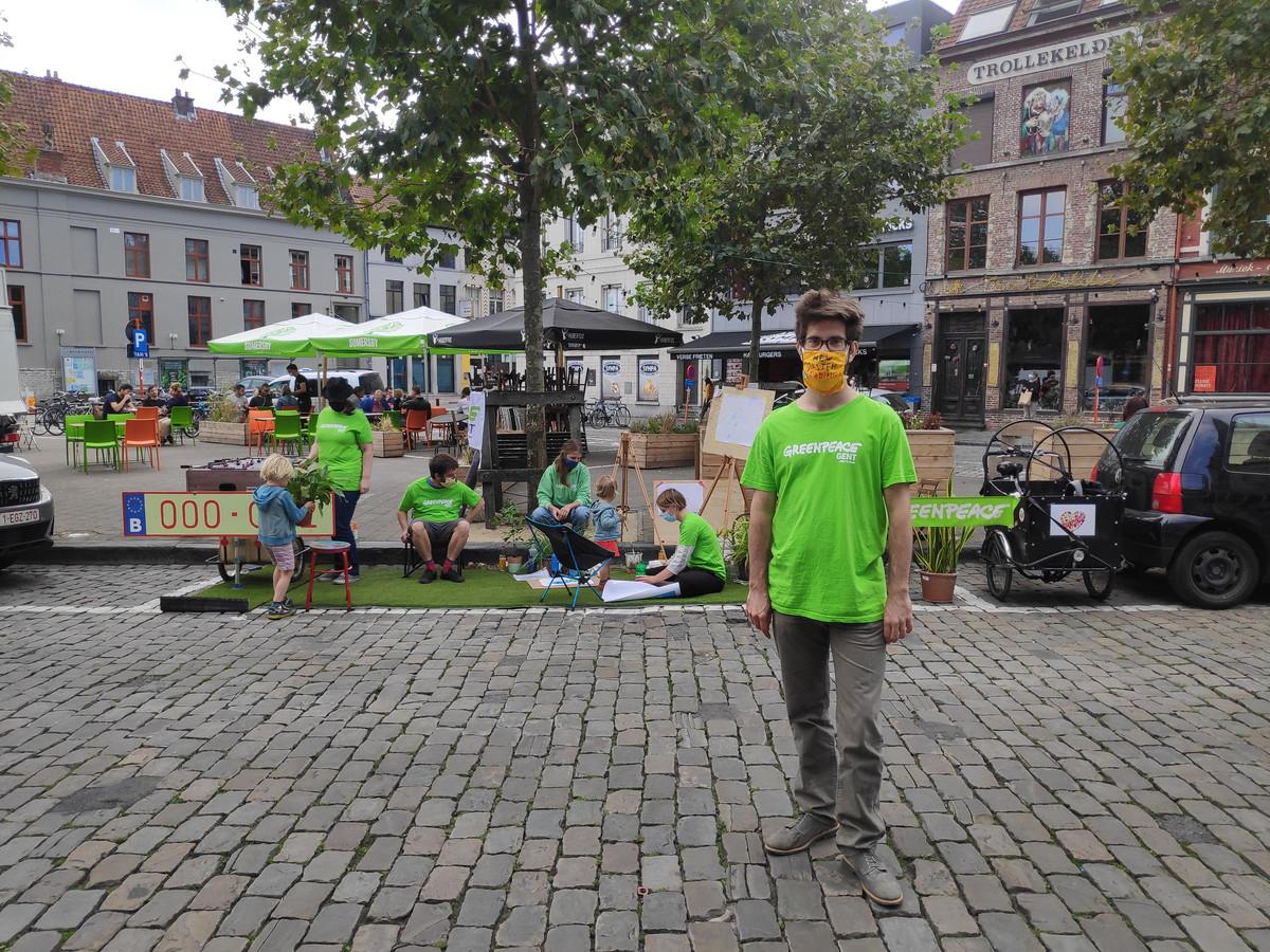 Communicatieverantwoordelijke Jonas Busseniers hoopt dat de Stad Gent nog beter nadenkt over alle publieke ruimte die vandaag wordt ingenomen door wagens.