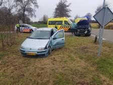 Gewonden door botsing tussen twee auto's bij Sinderen