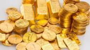 Julien verwacht badpak voor zijn vrouw, de postbode geeft hem gouden munten en goudstaven