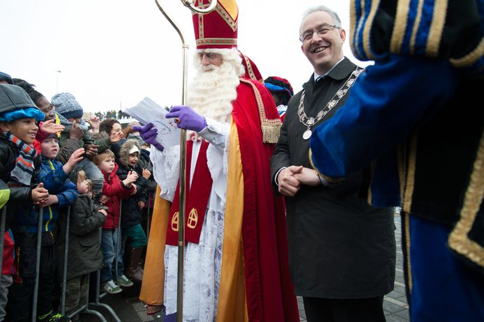 Sinterklaas kreeg tijdens de intocht op het Willemsplein hulp van extreem-rechtse Pieten.