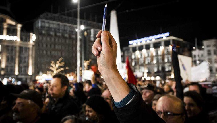 Collega's op de Dam demonstreren voor de vrijheid van meningsuiting en vrije pers. Beeld anp