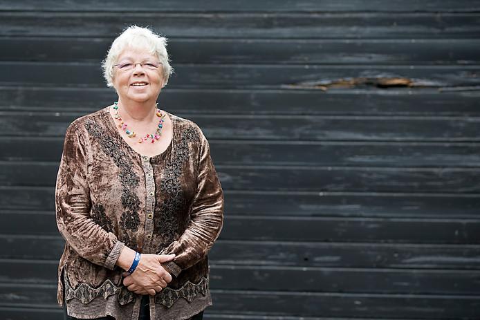 Patty Scholten in 2013 vlak voor haar afscheid als eerste dorpsdichter van Renkum.