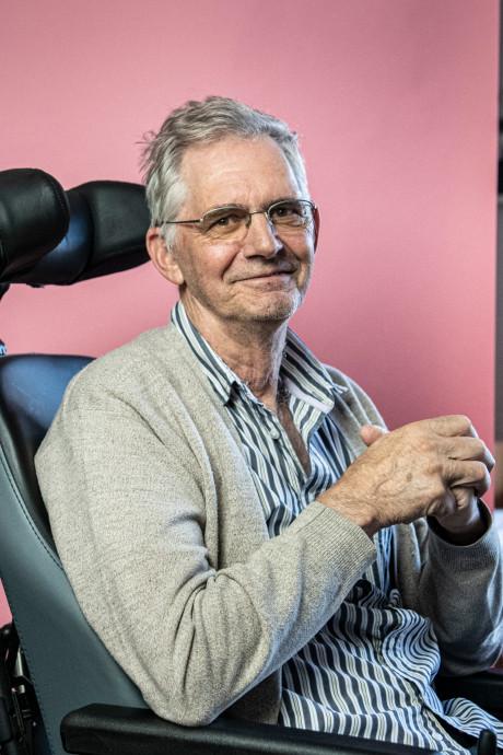 Piet (68) hielp zijn dochter haar trouwjurk uitzoeken. De bruiloft haalt hij niet