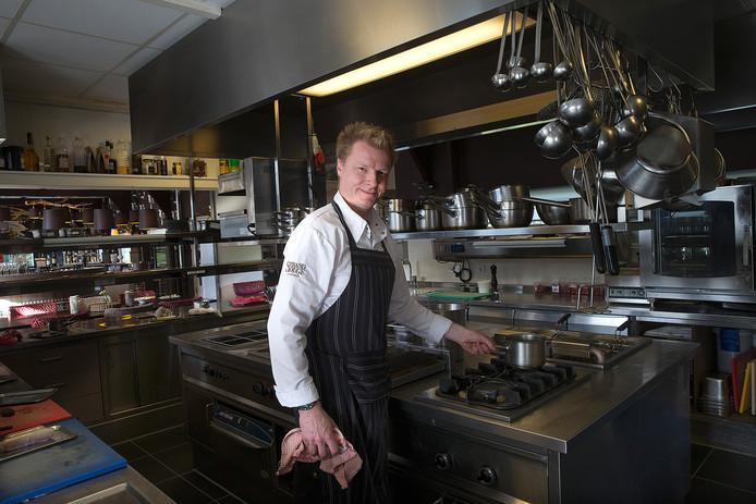 Chef-kok Mike Vrijdag in de Strandlodge in Winterswijk.