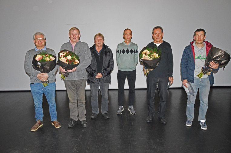 De winnaars van 'Mooier Aartselaar 2018' samen met schepen van Milieu René Lauwers (Groen).