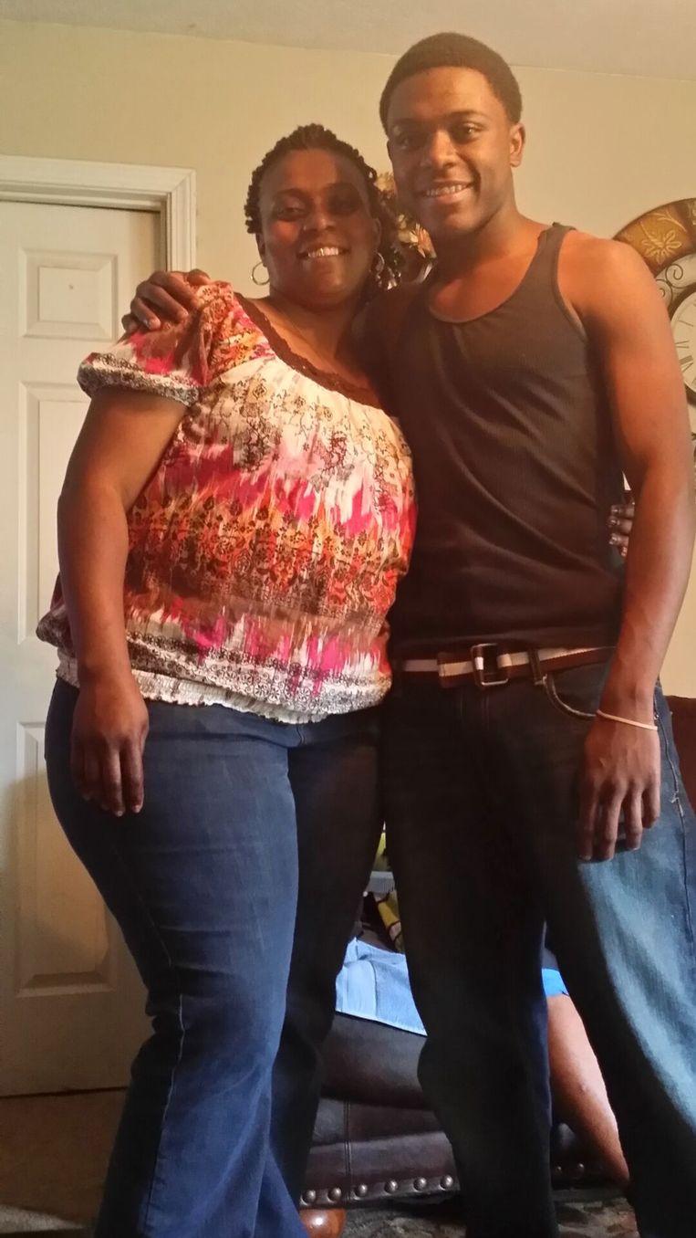Willie Jones (rechts) en zijn moeder. Beeld null