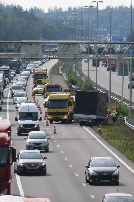 Kilometers file na ongeluk met auto en vrachtwagen op A50