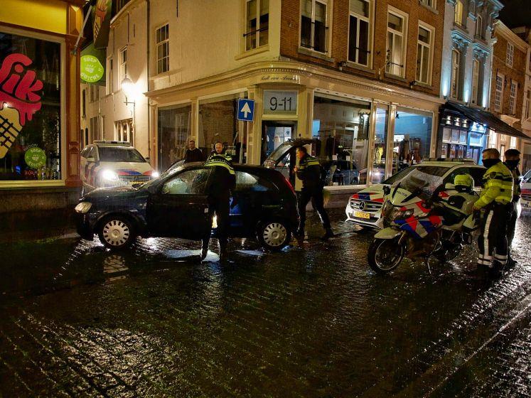 Man zonder rijbewijs negeert stopteken, rijdt te hard en rijdt door rood in Bergen op Zoom