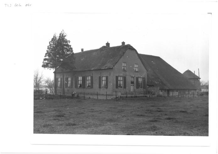Op 19 juli 1967 werd de boerderij van Albert en Janna Kromwijk na een blikseminslag volledig in de as gelegd.