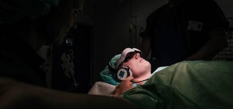 Voortaan zonder stress op de operatietafel dankzij deze bioscoopbril
