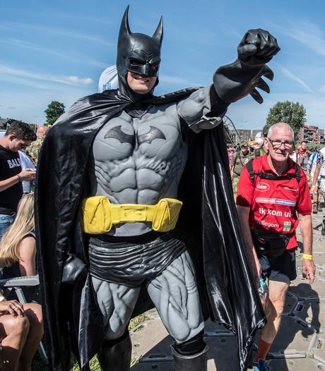 Vierdaagse in Malden: massage, sfeer, spekjes, burgemeester en Batman
