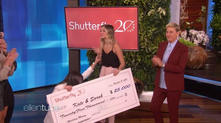 Als toemaatje kreeg het koppel nog een cheque van 25.000 dollar.