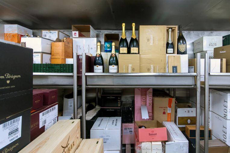 Eén koelcel, ter grootte van een riante huiskamer, is gereserveerd voor champagne Beeld Sander Groen