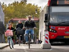 Fietsers knallen op weg naar Bossche binnenstad 'met  enige regelmaat' tegen betonblok