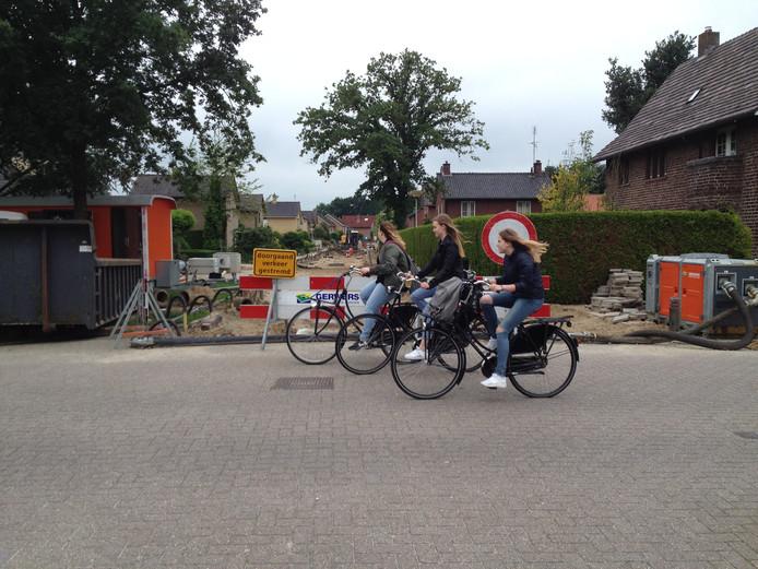 Ook elders in dorp Tubbergen hebben werkzaamheden aan de riolering plaats, zoals hier in de Vosmeerstraat.