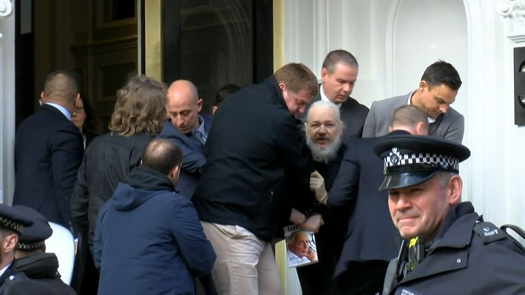 De arrestatie van Julian Assange in Londen. Beeld Ruptly