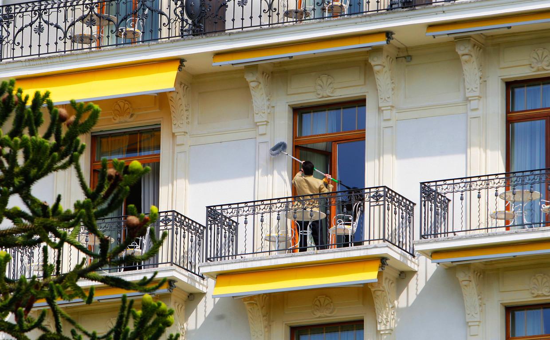 Wegens corona moeten hotels nu extra vaak en goed schoonmaken. 'Maar de mensen die daarvoor nodig zijn, zijn er niet.' Beeld Hollandse Hoogte /  ANP