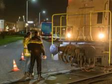 Locomotief botst op vrachtwagen op industrieterrein van Moerdijk