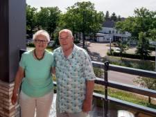 André en Marja vermaken zich op hun balkon: 'Wij zitten hier soms smakelijk te lachen'
