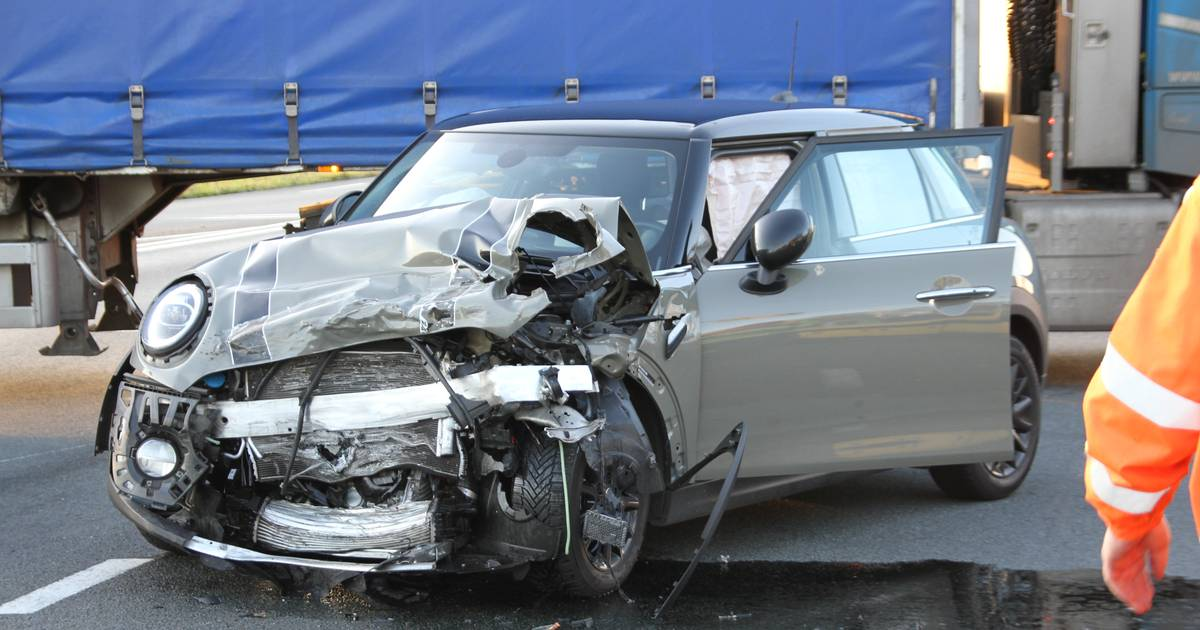 Twee auto's en busje betrokken bij ongeval in Nijverdal.