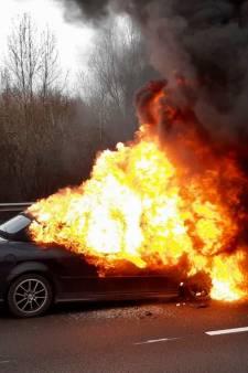 A15 weer vrij na flinke autobrand