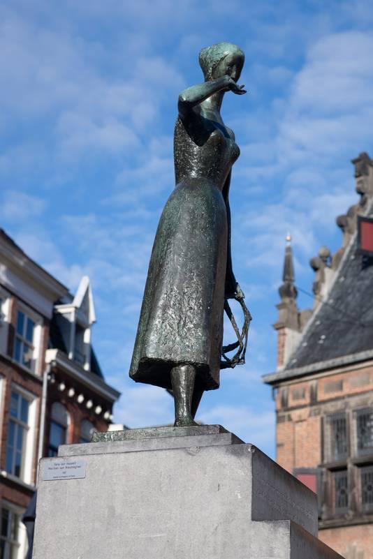 Het beeld van Mariken op de Grote Markt in Nijmegen.