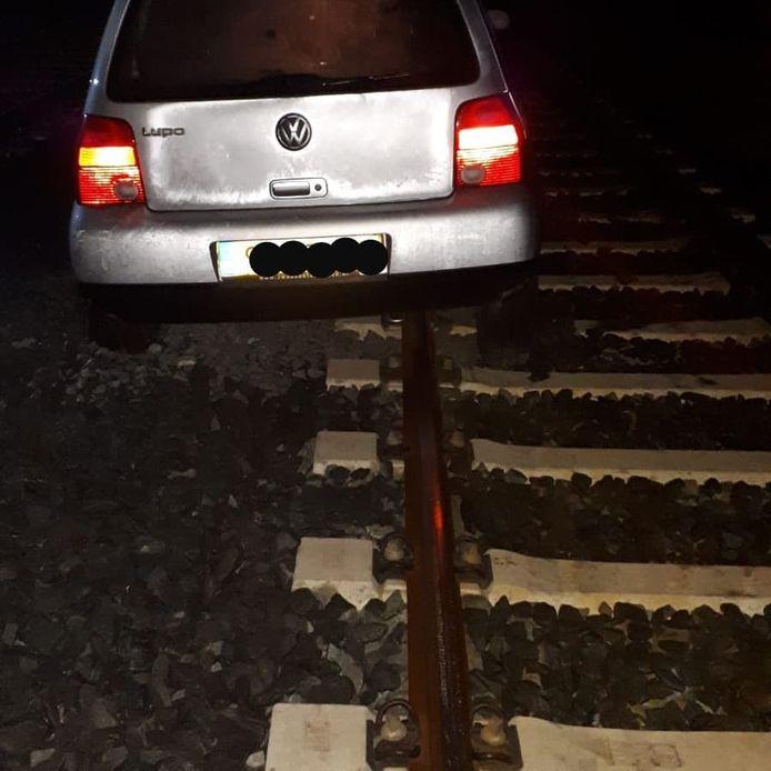 De auto kwam via Utrechts CS op de rails van de Uithoflijn terecht.