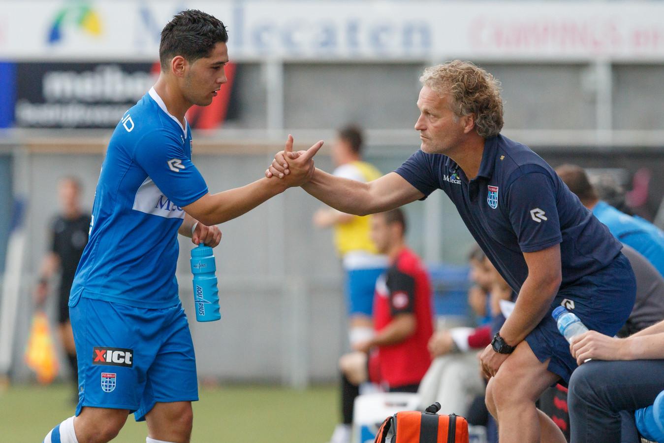 Anass Achahbar (links) in de zomer van 2016, toen de spits net door PEC Zwolle was vastgelegd. Het huwelijk liep op niets uit.