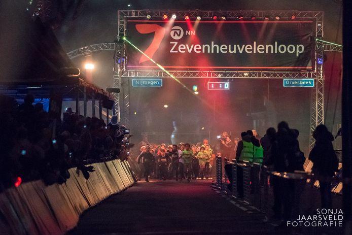 Jeugdige lopers aan de start op de Groesbeekseweg, vorig jaar. Dit jaar doen zo'n 1.000 kinderen mee aan de Mini Zevenheuvelenloop.