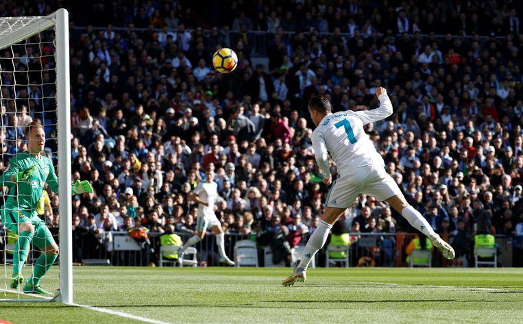 Een snelle kopbalgoal van Ronaldo werd terecht wegens buitenspel afgekeurd.