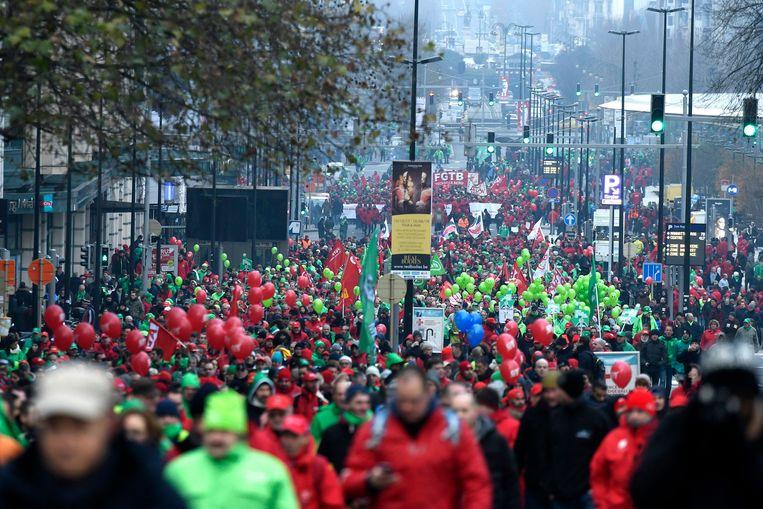 Archiefbeeld van een nationale betoging van de vakbonden tegen de pensioenhervorming van de regering Michel.